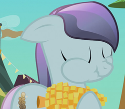 Size: 644x563 | Tagged: corn, crystal pony, eating, pony, safe, sapphire joy, screencap, scrunchy face, solo, the crystal empire