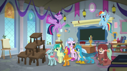 Size: 1920x1080 | Tagged: safe, screencap, gallus, ocellus, rainbow dash, sandbar, silverstream, smolder, twilight sparkle, yona, alicorn, changedling, changeling, classical hippogriff, dragon, griffon, hippogriff, pony, yak, school daze, classroom, desk, magic, student six, twilight sparkle (alicorn)