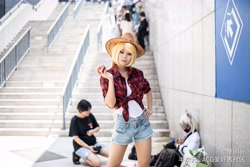 Size: 8256x5504 | Tagged: safe, artist:黑明er, applejack, human, absurd resolution, apple, applejack's hat, clothes, cosplay, costume, cowboy hat, denim shorts, food, hand on hip, hat, irl, irl human, photo, shirt, shorts