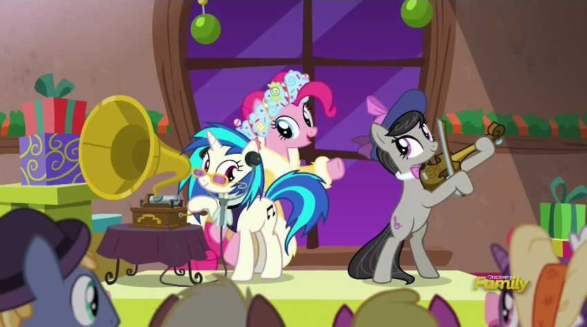 1153939__safe_pinkie+pie_screencap_vinyl+scratch_octavia+melody_dj+pon-dash-3_spoiler-colon-s06e08_a+hearth%27s+warming+tail_phonograph_spirit+of+hearth%27s+warming+presents.png